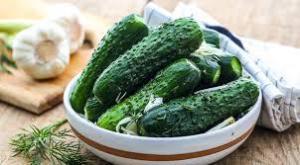 Малосольные огурцы: как приготовить хрустящую закуску на зиму