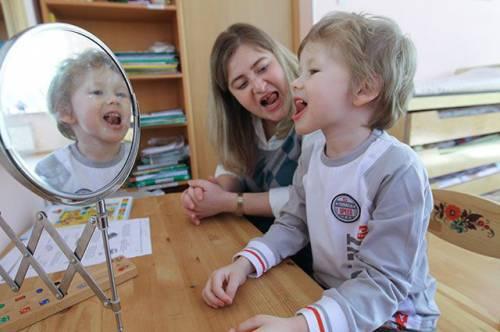 Обет молчания. В каком возрасте ребенок должен начать говорить?
