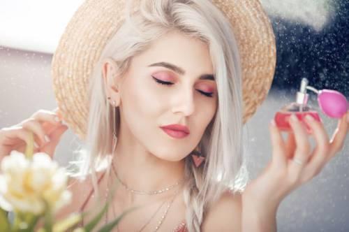 Благоухать, а не попахивать. Что важно знать об использовании парфюма летом