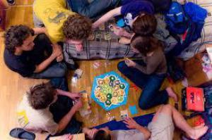 Настольные игры поддерживают умственную деятельность пожилых людей